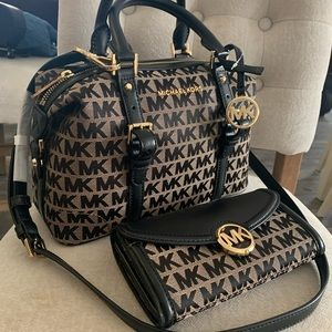 New MK set 🖤 medium satchel & wallet